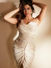 Janhvi Kapoor Mesmerising Clicks 3