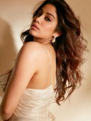 Janhvi Kapoor Mesmerising Clicks 6